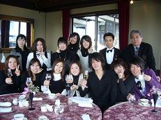 リテールカレッジの生徒と日和庵で記念撮影
