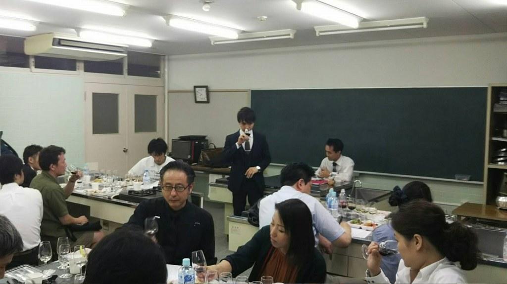 和田ソムリエのテイスティング